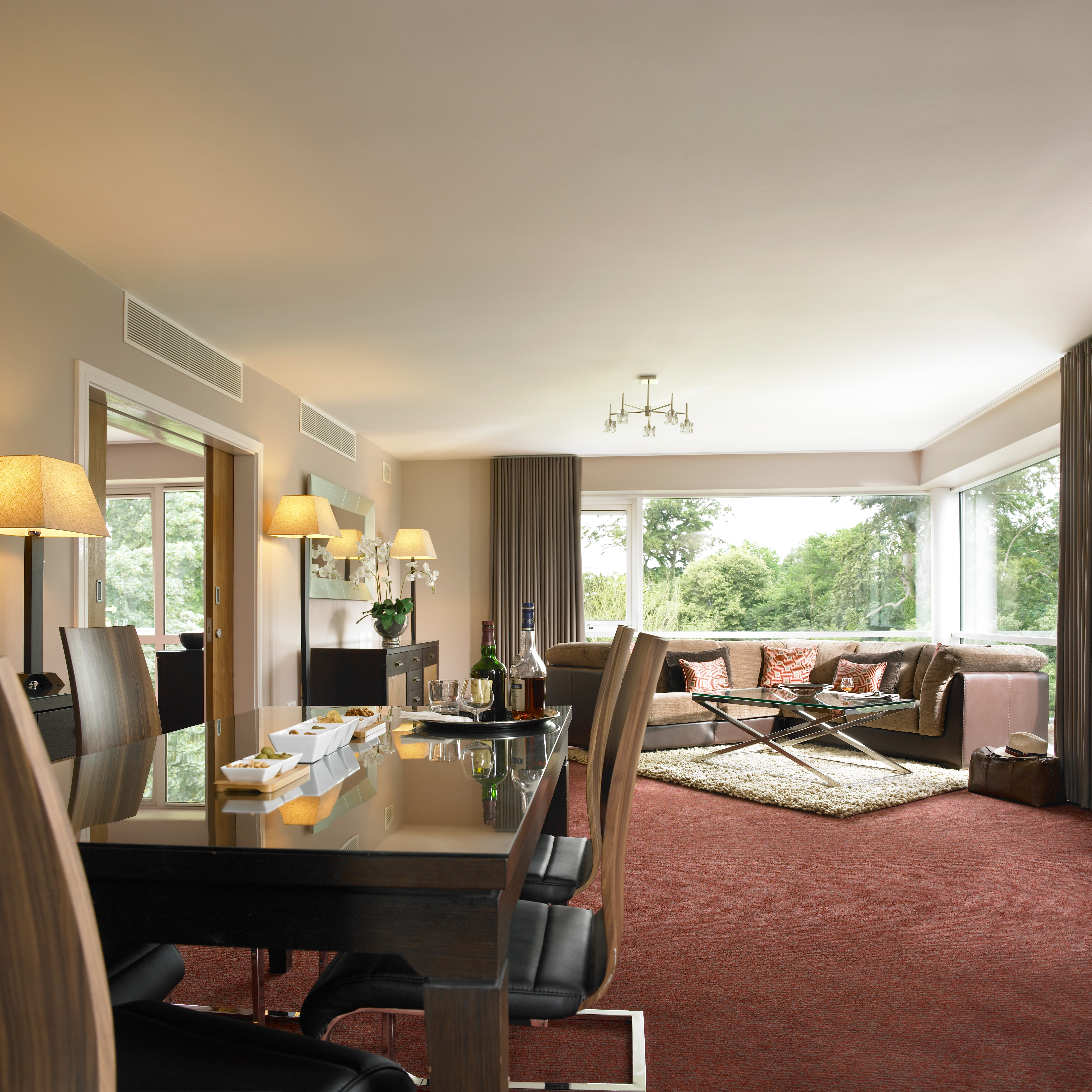 Lounge Rooms: Presidential Hotel Suites Near Dublin